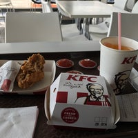 Photo taken at KFC by Fadhlizwan🕴🏻 on 7/2/2017