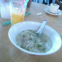 Photo taken at Fresh Food Court by Teoh Z. on 4/14/2012
