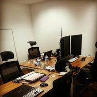 8/12/2014 tarihinde Burcu D.ziyaretçi tarafından Locus Office'de çekilen fotoğraf