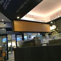 Photo taken at Hurom Juice Cafe 휴롬팜 by EunKyu P. on 5/15/2016