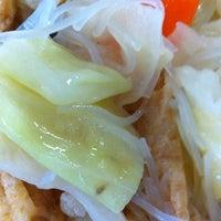 Photo taken at Yi Xin Vegetarian by Jolvin W. on 11/28/2012