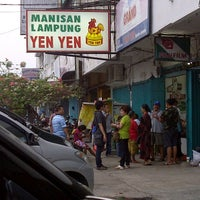 Photo taken at Manisan Lampung Yen Yen by prilla r. on 11/16/2012