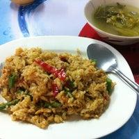 Photo taken at ป้าปากน้อย by 🐻ㅇㅇRilakkuㅆa Q. on 9/28/2012
