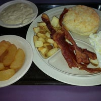 Photo taken at Tudor's Biscuit World by Stephen M. on 7/23/2014