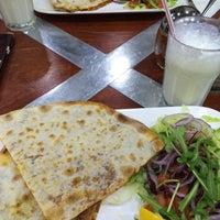 Das Foto wurde bei LoKanta Pizza Grill von Aylin Ş. am 3/29/2015 aufgenommen