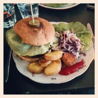 Photo taken at Rachel - Bagels & Burgers by Pierre-Benoit S. on 5/15/2013