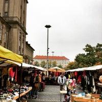 Foto scattata a Flohmarkt am Rathaus Schöneberg da Björn K. il 10/16/2016