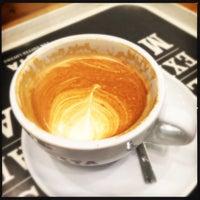 Das Foto wurde bei Costa Coffee von Lil am 9/20/2015 aufgenommen