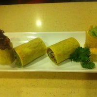 Photo taken at Sakae Sushi by Razlan N. on 10/7/2012