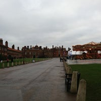 Foto tirada no(a) Hampton Court Palace Hotel por Cat Y. em 1/5/2013