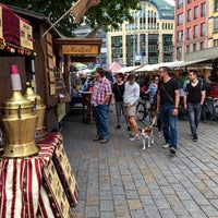 Foto scattata a Wochenmarkt Hackescher Markt da Markus 🦂 il 5/19/2016