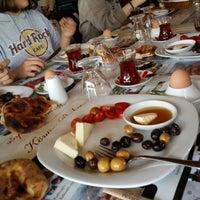 Das Foto wurde bei Köyüm Bahçe Restaurant von Ahmethan Ö. am 5/1/2014 aufgenommen
