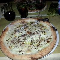 Foto tirada no(a) Pizzeria Funiculà por Luis C. em 4/22/2013