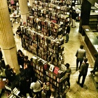 Foto tomada en The Last Bookstore  por Spider_Dude el 5/10/2013