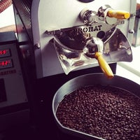 Photo prise au Tres Cabezas Berlin Coffee Roasters par Sascha S. le6/15/2014