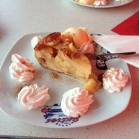 3/26/2014에 Nika❤️님이 The Sixties Diner에서 찍은 사진