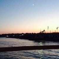 Das Foto wurde bei Mavi Yelken Sahil von Hira B. am 7/1/2014 aufgenommen
