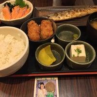 Photo taken at 焼魚食堂 魚角 学芸大学店 by Pul K. on 4/29/2017