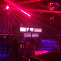Foto tomada en Dance Floor por Giovo D. el 4/16/2017