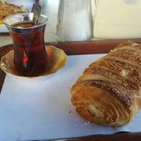 Photo taken at Yıldız Simit Ve Tatlı Dünyası by Seyhun K. on 12/20/2015