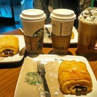 Foto tomada en Starbucks por Pamela C. el 1/27/2015