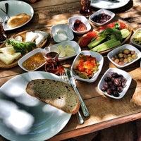7/19/2017 tarihinde Melis A.ziyaretçi tarafından Halabağı Kahvaltı Evi'de çekilen fotoğraf