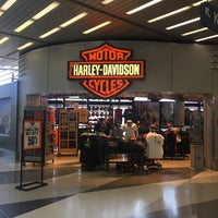 Photo taken at Windy City Harley-Davidson by Peaman on 8/10/2017