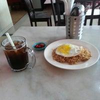 Photo taken at Kafe mat'am manwas salwa. by Naffoth on 2/2/2013