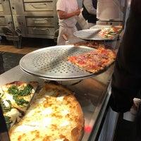 Foto tomada en Joe's Pizza por Peter F. el 1/24/2018