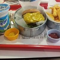 1/21/2014 tarihinde Cuneyd u.ziyaretçi tarafından Burgerillas'de çekilen fotoğraf
