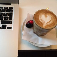 Photo prise au Tres Cabezas Berlin Coffee Roasters par Franziska d. le9/22/2014