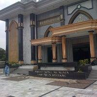 Photo taken at Masjid Agung Baitul Mu'minin Jombang by Soffan B. on 11/16/2014