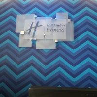 Photo taken at Holiday Inn Express by Jesús Eduardo M. on 8/27/2017