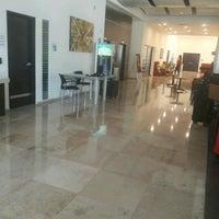 Photo taken at Holiday Inn Express by Jesús Eduardo M. on 4/21/2017