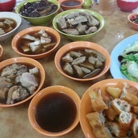 Photo taken at Heng Kee Bak Kut Teh 兴记肉骨茶 by Stan S. on 10/6/2012