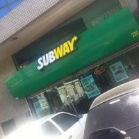 Foto tirada no(a) Subway por Diego Victor B. em 4/22/2013