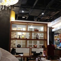 Photo taken at Xia Fei Shanghainese Restaurant 霞飛點心拉麵 by Stella Y. on 8/16/2014