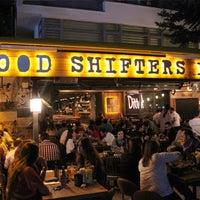 10/20/2015 tarihinde Mood Shifters Inc.ziyaretçi tarafından Mood Shifters Inc.'de çekilen fotoğraf