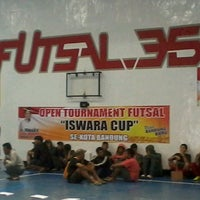 Photo taken at Futsal 35 by Handryas on 4/6/2013