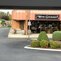 Photo taken at Wine Gourmet by Stacy N. on 10/5/2012