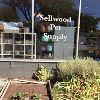 Photo taken at Sellwood Pet Supply by Eli T. on 9/10/2016
