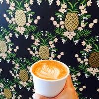 Photo prise au Wrecking Ball Coffee Roasters par Evee W. le4/27/2015