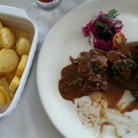 Foto tirada no(a) Restaurante Lily's por Cláudia C. em 6/10/2014