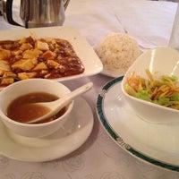 Photo taken at Hangen Szechuan Restaurant by Yoshinori H. on 12/31/2014