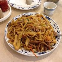 Photo taken at Darda Seafood 清真一條龍 by Yoshinori H. on 6/1/2014