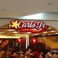 Photo taken at Carl's Jr. | 卡乐星 by Neo on 4/29/2013