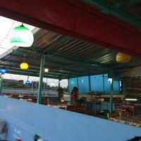 Photo taken at ร้านข้าวต้ม ดาวรุ่ง โต้รุ่งรสเด็ด สาขา 2 by Chanpen M. on 10/21/2014