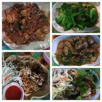 Photo taken at ร้านข้าวต้ม ดาวรุ่ง โต้รุ่งรสเด็ด สาขา 2 by Chanpen M. on 4/30/2014
