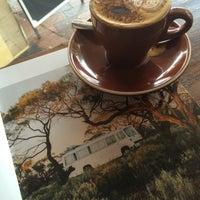 Photo prise au Anonymous Café par Sarah A. le4/13/2016