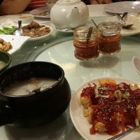 Photo taken at Tong House Claypot Specialist by Li F. on 12/29/2013